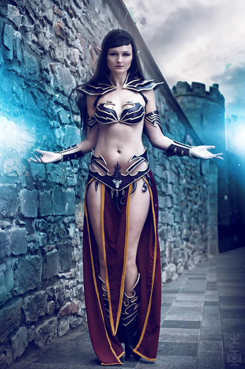 Dark Elf Sorceress from Warhammer Cosplay